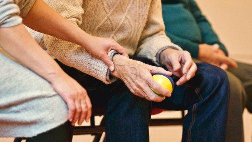 how-can-cbd-help-elderly-people, elderly people, senior citizens, cbd oil, medical marijuana
