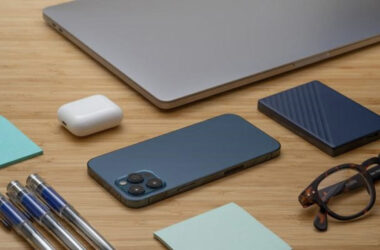 Apple AirPods, iPhone, MacBook