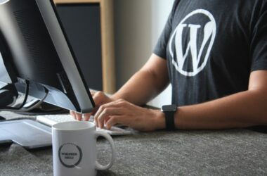 Person in front of computer wearing a WordPress T-shirt